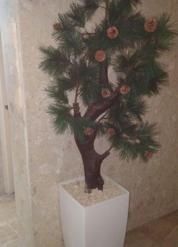 עציצים מלאכותיים למתחם לובי בבניין