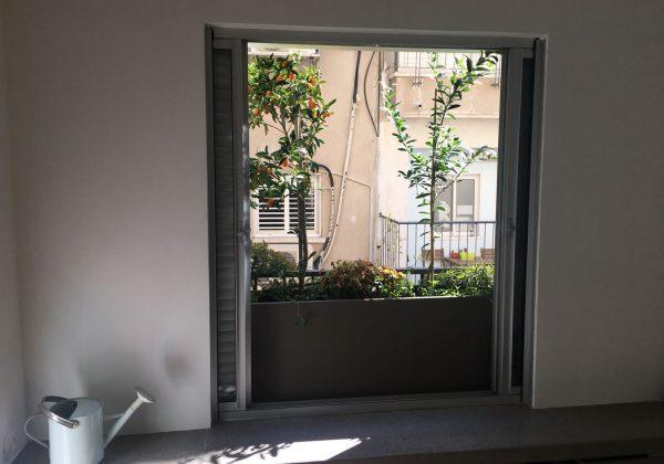 פרוייקט עיצוב אדנית בחדר שינה בלב תל אביב