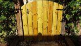 הקמת גדר מעץ