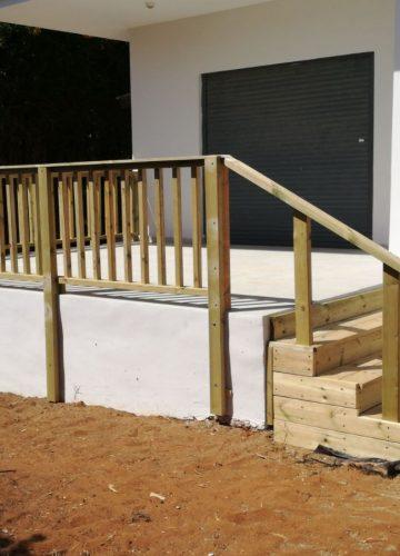 הקמת גדר עץ והשקיה בשרון