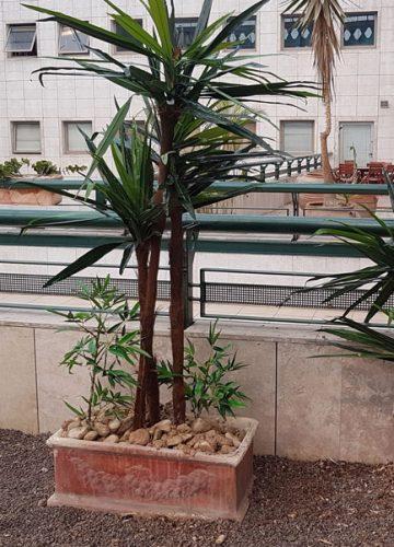 """חידוש כדים לצמחיה מלאכותית בבניין משרדים בכ""""ס"""