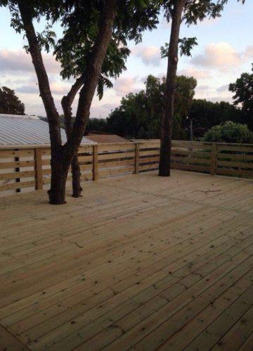 הקמת גדר עץ: כללים והנחיות