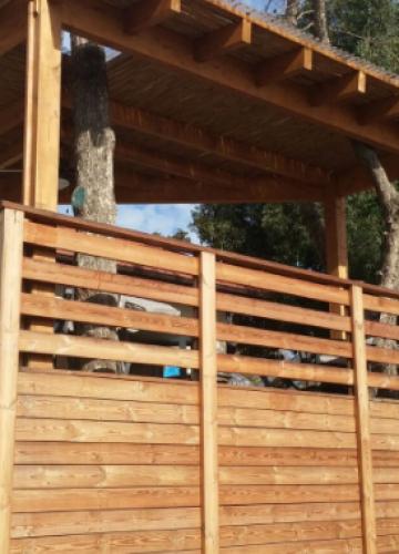 הקמת גדרות מעץ